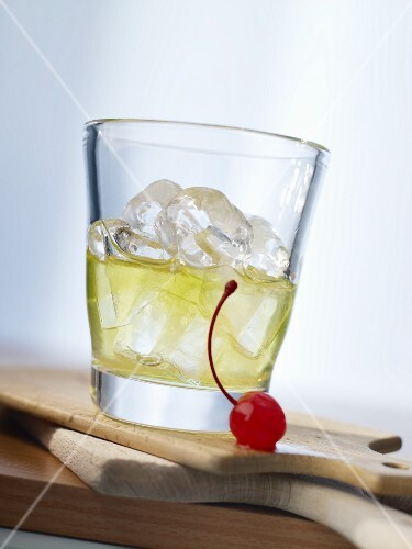 'Tremblement de Terre' (cocktail with absinthe) T