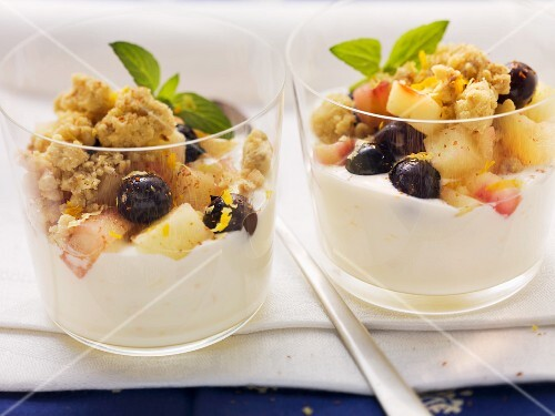 Apple crumble with blueberries on sour cream mousse