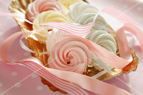 Pastel-coloured meringues with pink ribbons