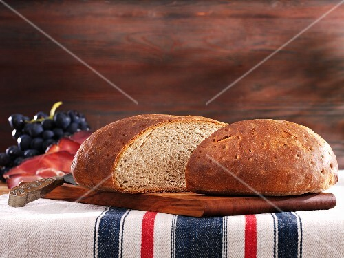 Halved mixed wheat loaf (German)