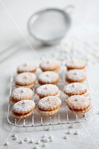 Shortbread with apricot jam
