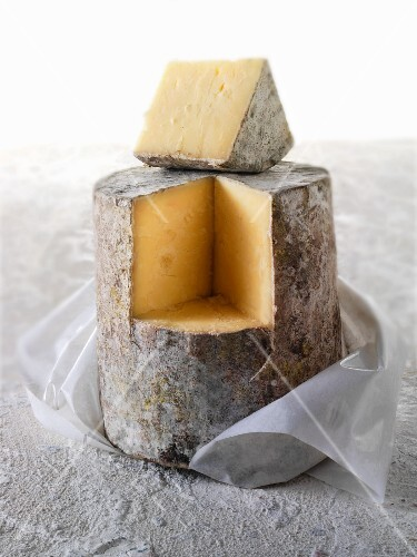 Cheddar cheese, sliced