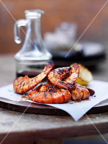 Grilled jumbo prawns with garlic, paprika and lemon
