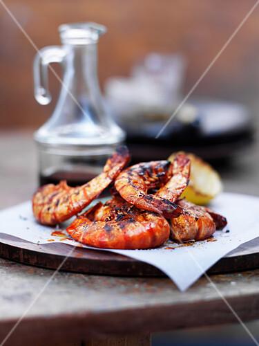 Grilled jumbo prawns with garlic, paprika and lemon