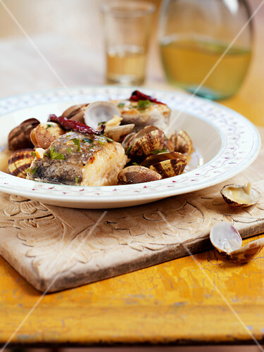 Fish steak and clams