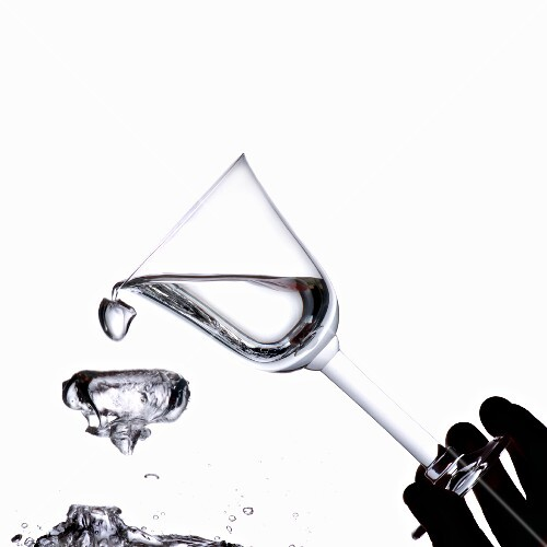 Shaking water out of a water glass