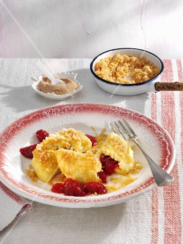 Quark ravioli filled with rhubarb and served with cinnamon crumbs