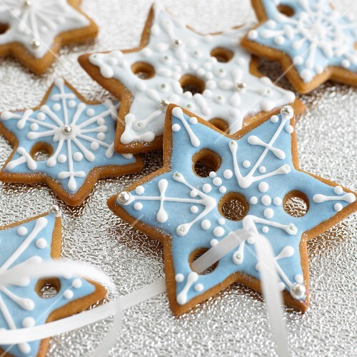 Iced star-shaped Christmas biscuits