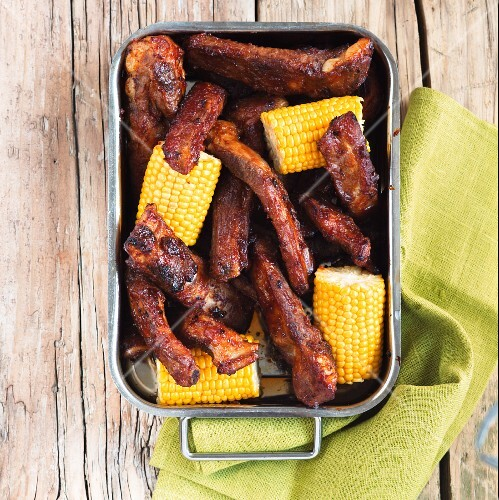 Grilled ribs with corn cobs