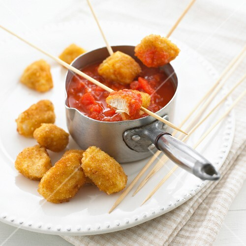 Chicken nuggets with tomato sauce
