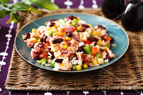 Rice salad with ham, vegetables and sweetcorn