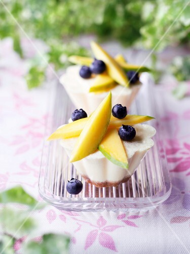Mini cheese cakes topped with fruits