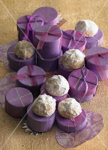 Cashew nut snowballs
