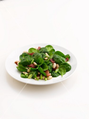 Spinach salad with bacon and pine nuts