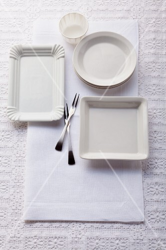 Empty plates for small dishes