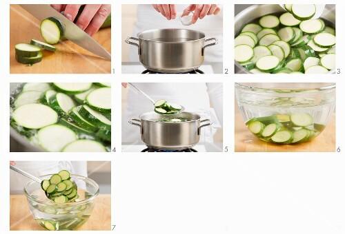 Zucchini blanchieren