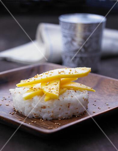 Thai coconut rice with mango
