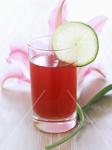 Cranberry juice with lime slices
