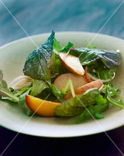 Mixed leaf salad with fruit