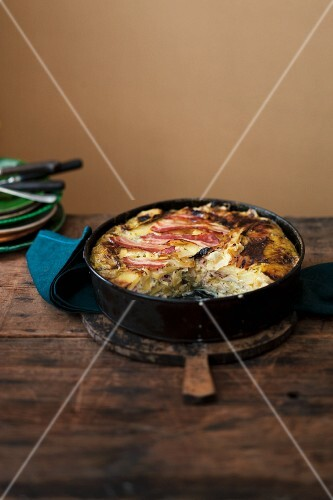 Potato bake with pointed cabbage and bacon