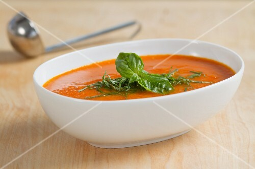 Tomato sauce with fresh basil