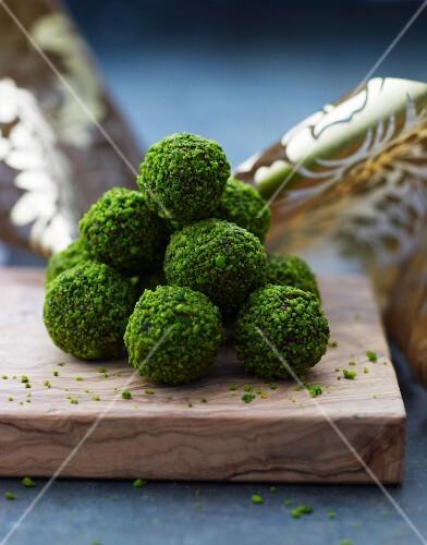 Pistachio balls