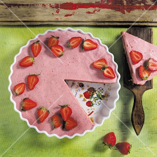 Strawberry cake, sliced