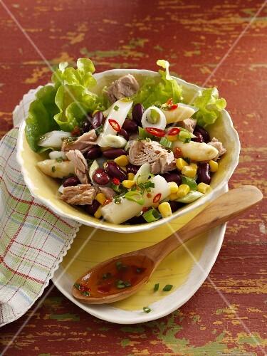 Tuna salad with asparagus, beans and sweetcorn