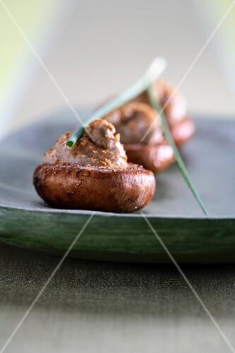 Cappelle di funghi ripiene (stuffed mushrooms)