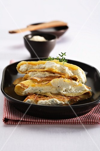 Crespelle ripiene (crepes with parsley and ricotta cream)