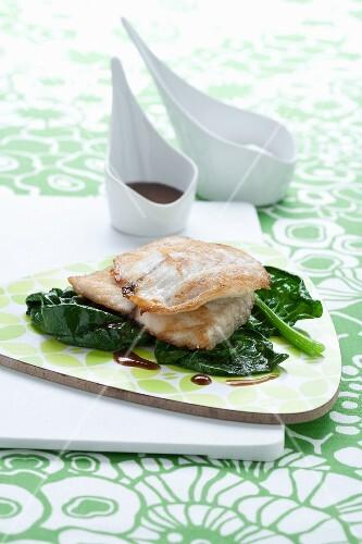 Branzino con gli spinaci (sea bass fillet on spinach)