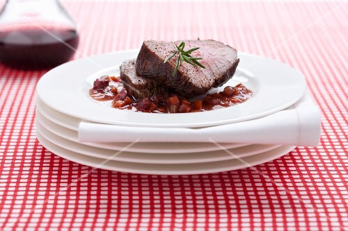Carne di manzo al vino rosso (roast beef with red wine sauce)