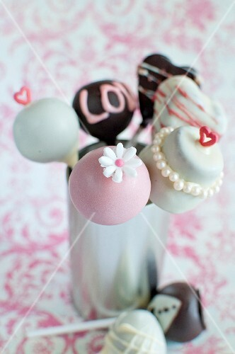 Various decorated cake pops