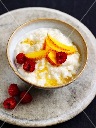 Porridge with fruit and honey