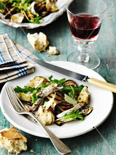 Antipasto romano (appetiser with aubergines and artichokes)