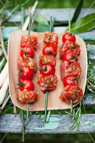 Raw tuna fish kebabs with cherry tomatoes (Morocco)