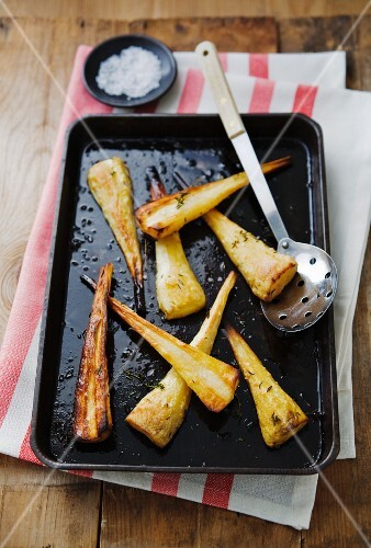 Oven-roasted parsnips with thyme