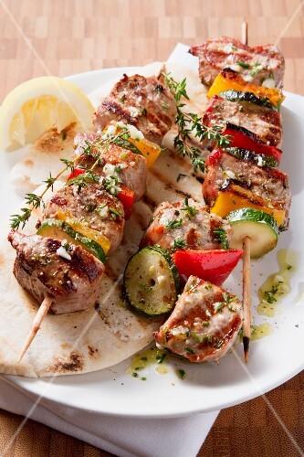 Gegrillte Gemüse-Fleisch-Spiesse