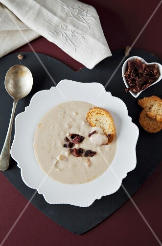 White bean soup with biltong