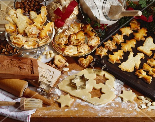 Christmas biscuits, baked and raw