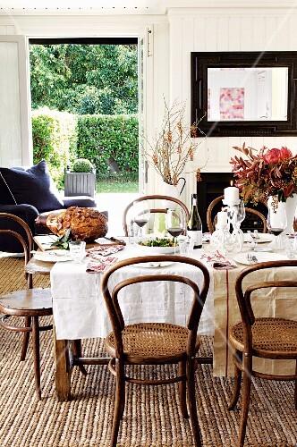 festlich gedeckter tisch zu weihnachten bilder kaufen. Black Bedroom Furniture Sets. Home Design Ideas