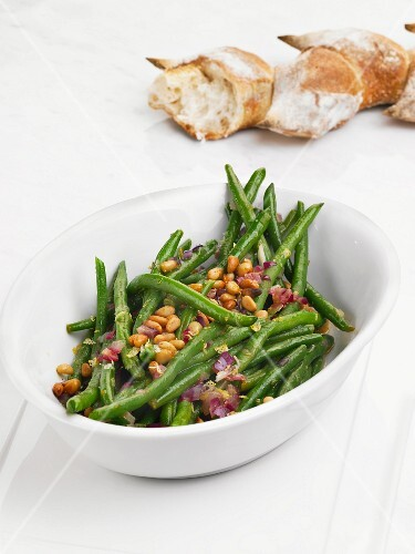 Green bean salad with pine nuts and red onions