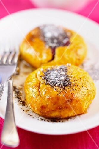 Yeast dumpling with poppy seeds