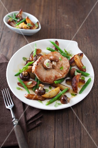 Pork loin steak with fried potatoes, mushrooms and green beans