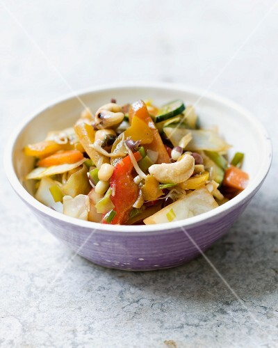 Oriental vegetables with cashew nuts