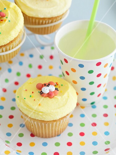 Childrens' cupcakes with a lemon drink