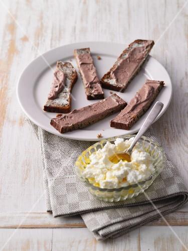 Protein bread with cocoa cream and mascarpone with oil