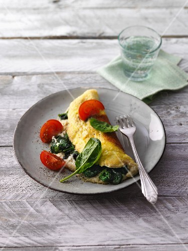 Spinach omelette with tomatoes