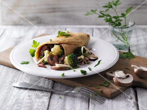 Stuffed pancakes with broccoli, mushrooms and ham