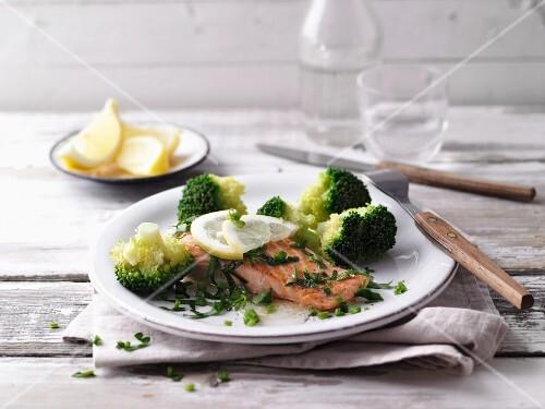 Lemon salmon with broccoli